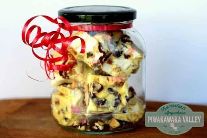 This 5 ingredient white chocolate rocky road makes the absolute perfect gift for your loved ones this Christmas, or their birthday anytime! Super delicious and really quick and easy to make. Give this white chocolate rocky road a try today or pin it for later! #recipe #Christmas