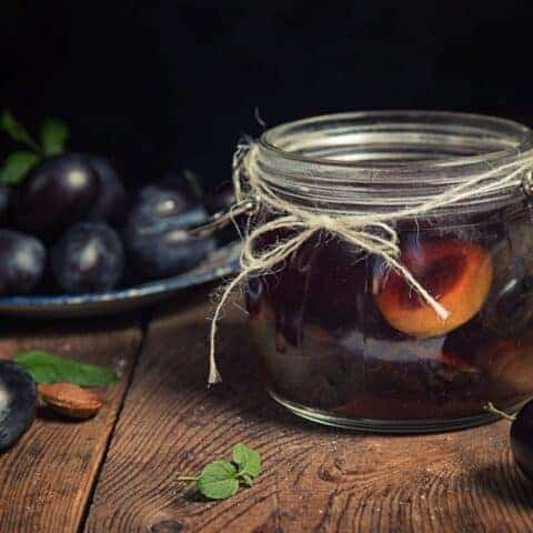 Canned plums: Beginner canning recipes for bottled plums