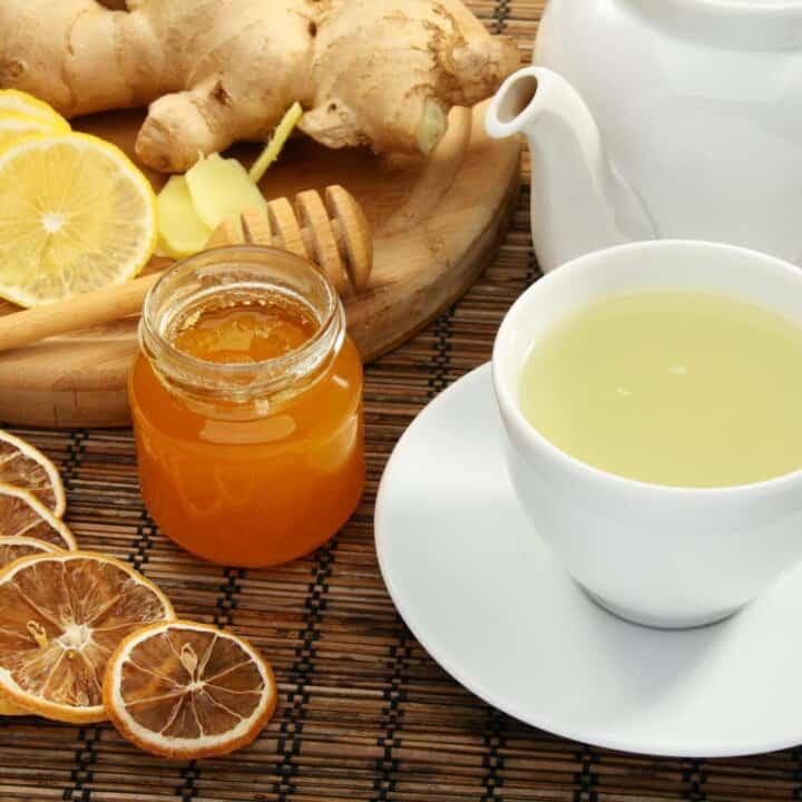 Preserving lemons in honey